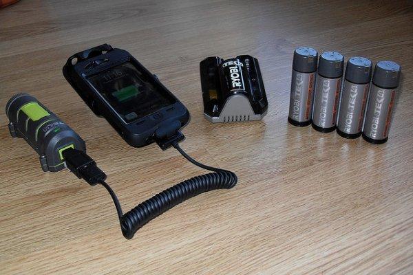 mobitel i punjač